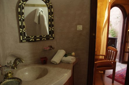 Salle de bain chambre supérieure au Riad Azenzer